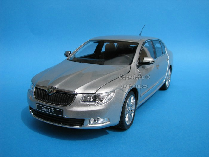 Škoda Superb II Silver Brilliant 1:18 Abrex