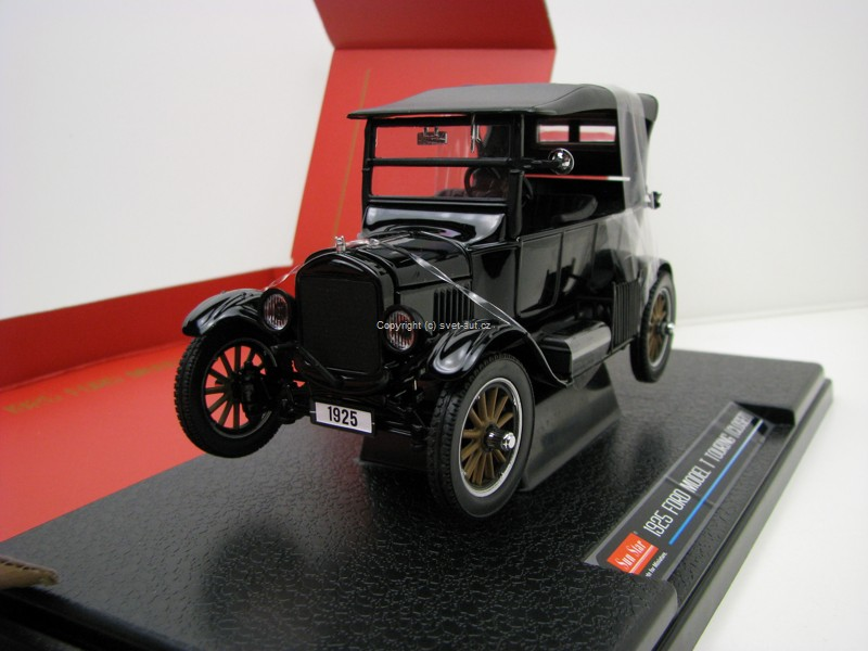 Ford Model T Touring Closed 1925 Black 1:24 Sunstar