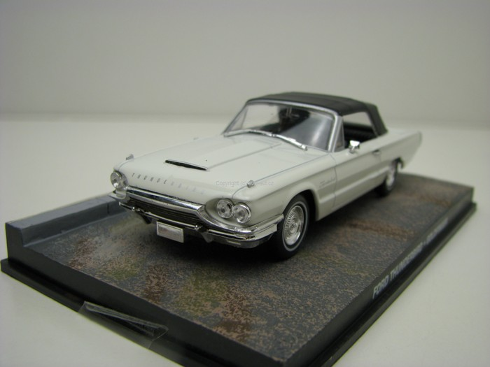 Ford Thunderbird Goldfinger James Bond 007 1:43 Universal Hobbies