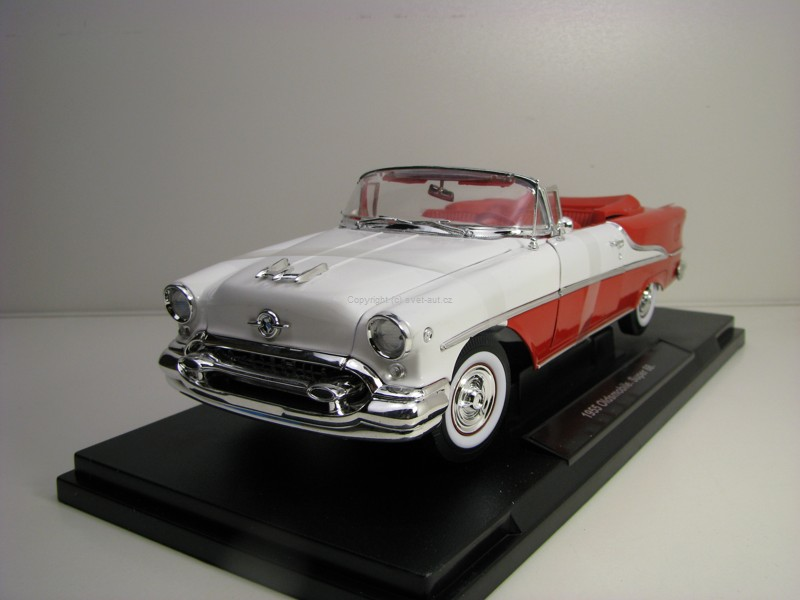Oldsmobile Super 88 1955 Red 1:18 Welly