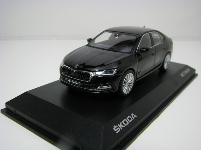 Škoda Octavia A8 Black Magic 1:43 Norev