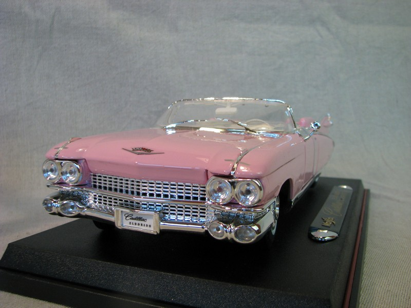 Cadillac Eldorado Biarritz 1959 pink 1:18 Maisto