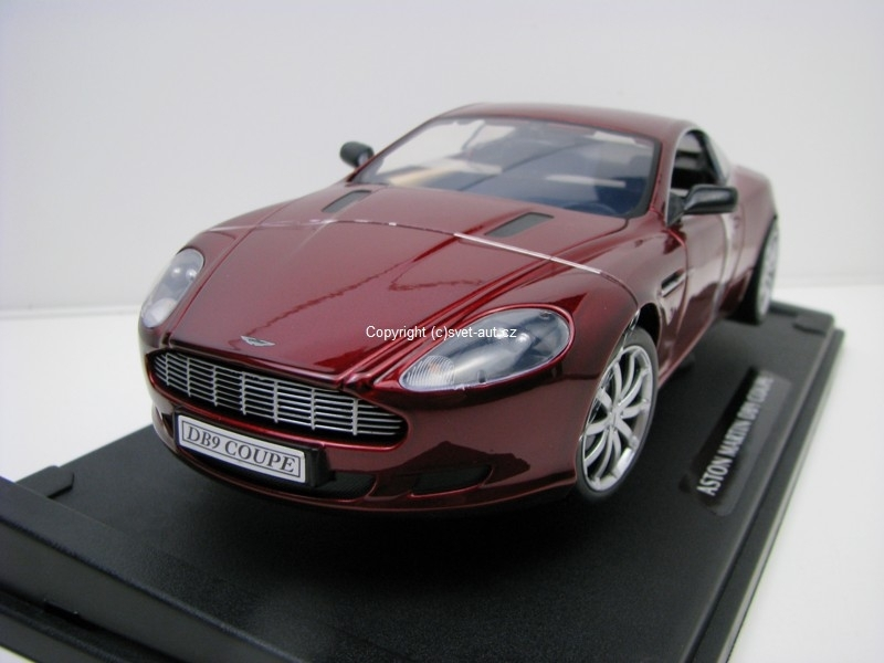 Aston Martin DB9 Coupe purple 1:18 Motor Max