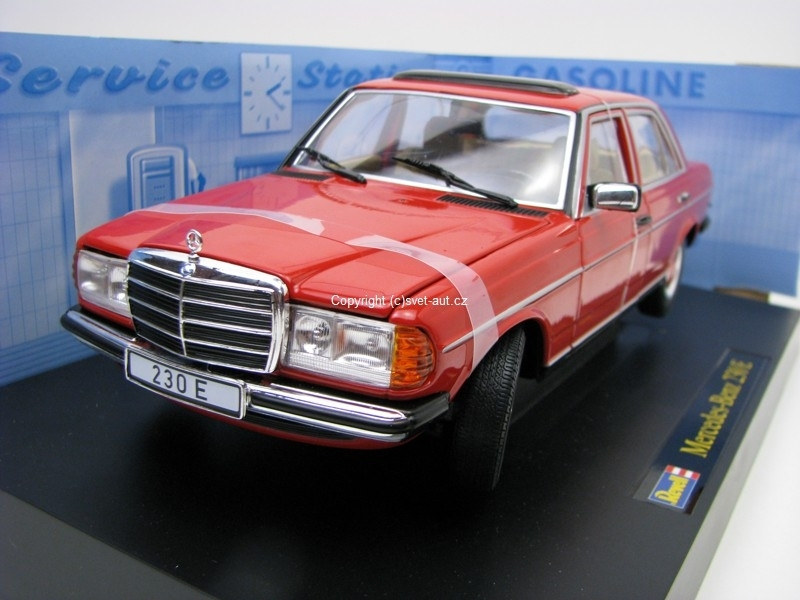 Mercedes-Benz 230E W123 Piano 1975 1:18 Revell