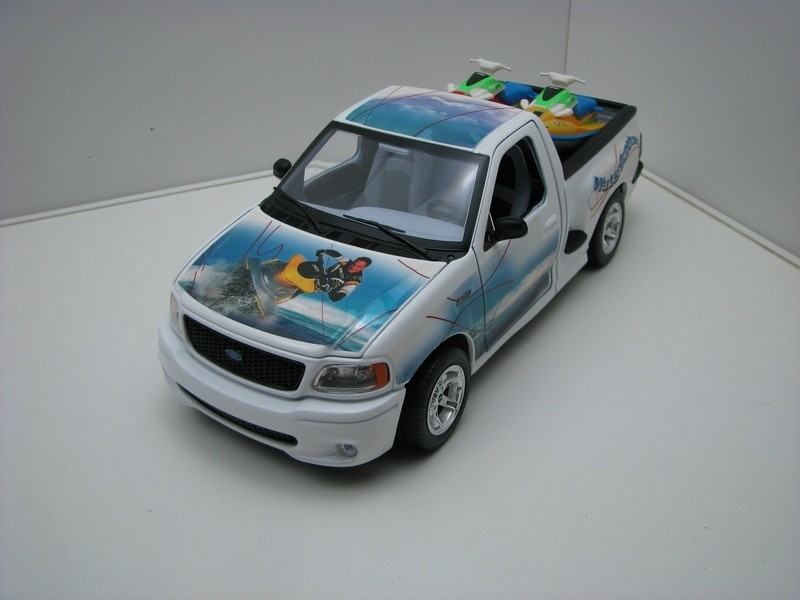 Ford SVT F150 Water Scooter 1:18 Bburago