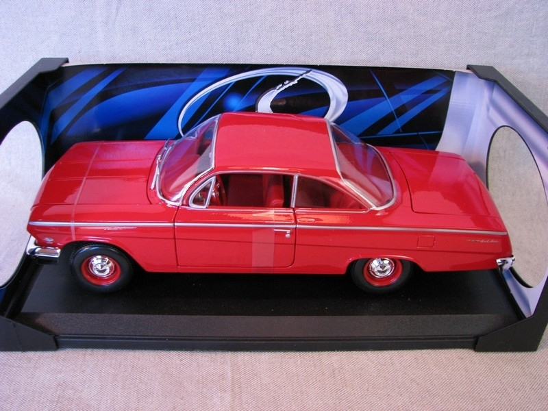 Chevrolet Bel Air 1962 red 1:18 Maisto