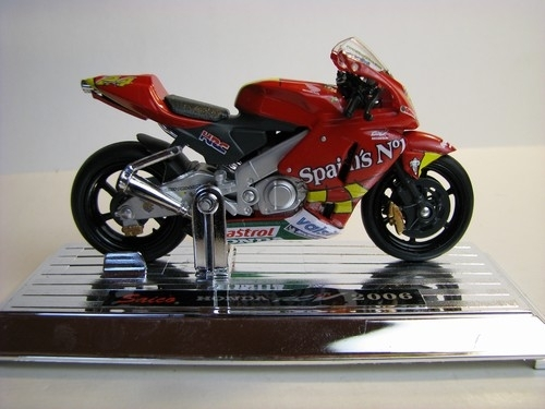 Honda RC211V 2006 No.24 1:18 Mondo Motors