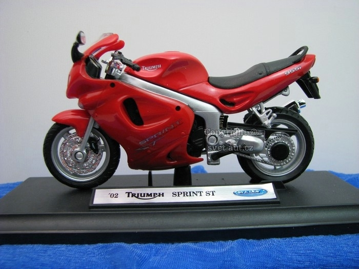 Triumph Sprint ST 2002 red 1:18 Welly