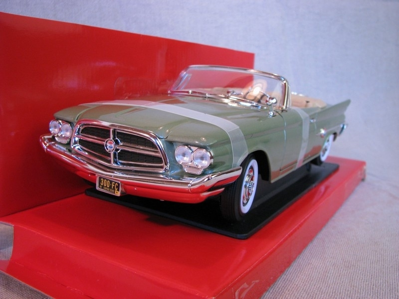 Chrysler 300F 1960 Gold 1:18 Yat Ming
