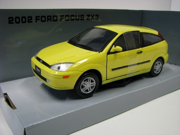 Ford Focus ZX3 yellow 1:24 Mondo Motors