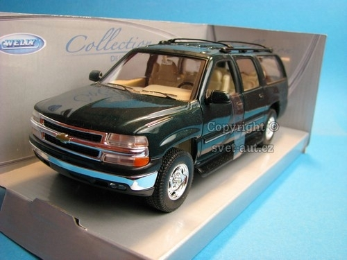 Chevrolet Suburban 2001 green 1:24 Welly