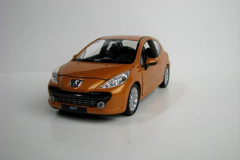 Peugeot 207 orange 1:24 Welly