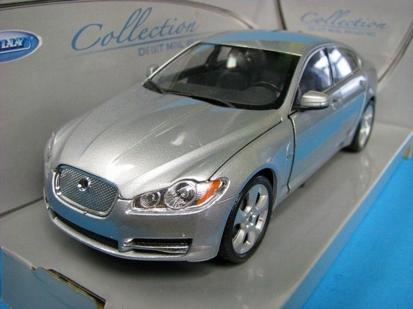 Jaguar XF Silver 1:24 Welly