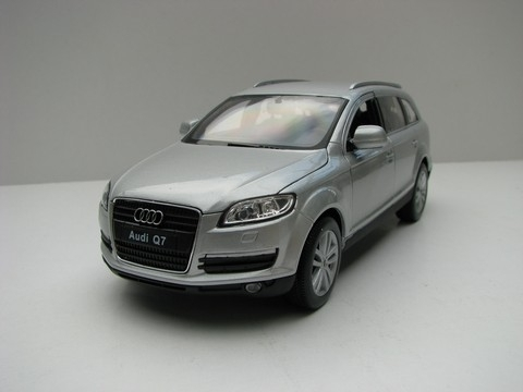 Audi Q7 silver 1:24 Welly