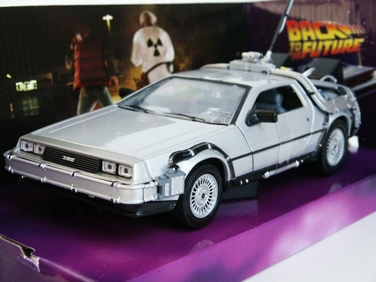 DeLorean Back To the Future I 1:24 Welly
