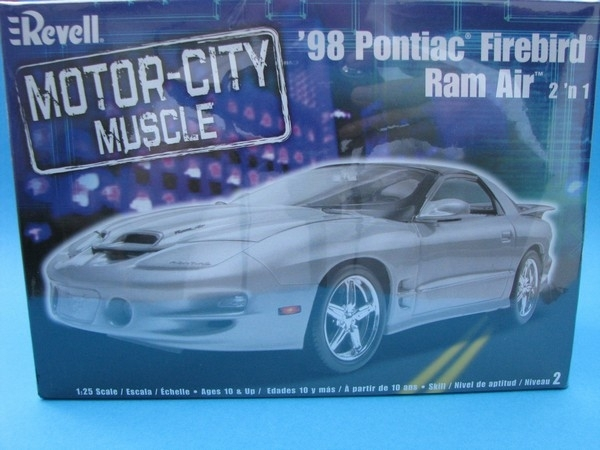 Pontiac Firebird 98 Ram Air 2v1 1:25 Kit Revell