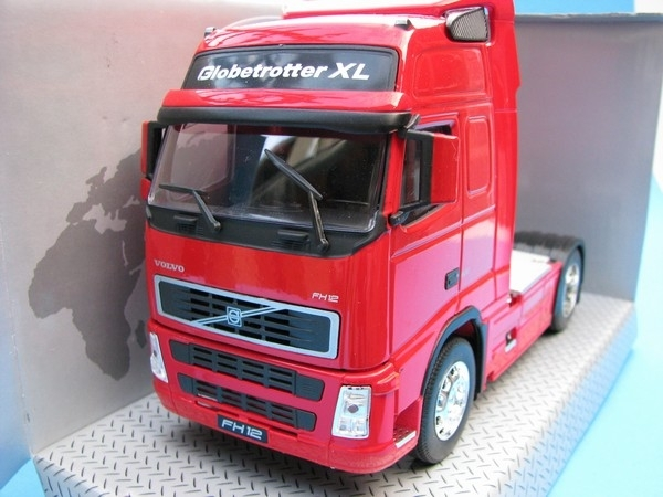 Volvo FH12 Tahač Red 1:32 Welly
