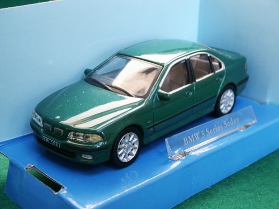 BMW 5 Series Sedan Green 1:43 Cararama Bumi
