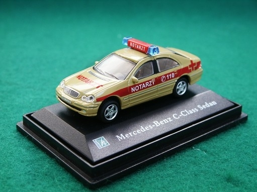 Mercedes-Benz C-Class Sedan Notarzt 1:72 Cararama