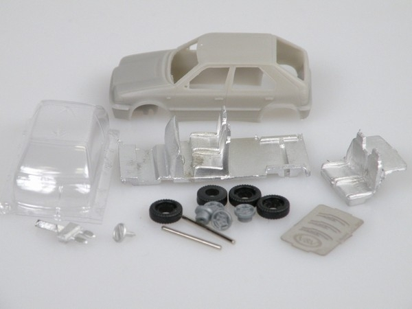 Hatchback 1998 1:87 Kit VV