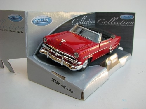 Ford Crestline Sunliner 1953 Cabrio red 1:32-36 Welly