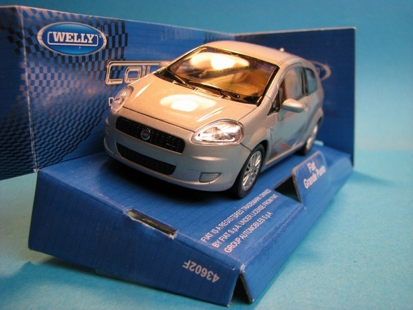 Fiat Grande Punto Silver Grey 1:32 - 36 Welly