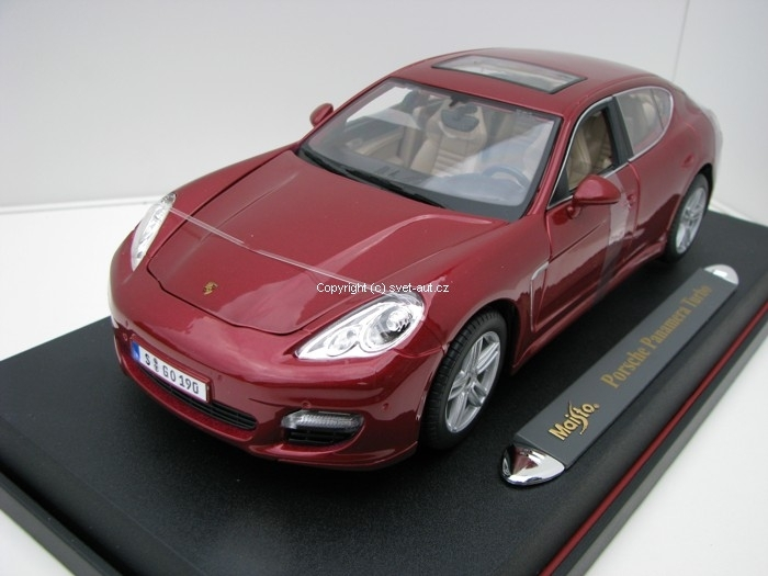 Porsche Panamera Turbo purple 1:18 Maisto