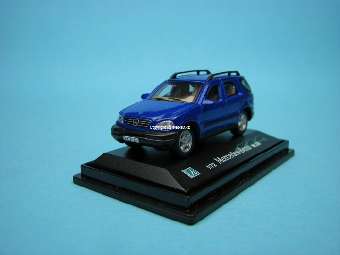 Mercedes-Benz ML320 blue met 1:72 Cararama