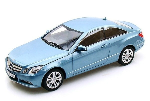 Mercedes-Benz E 500 Coupe 2009 Indigolightblue metallic 1:18 Norev