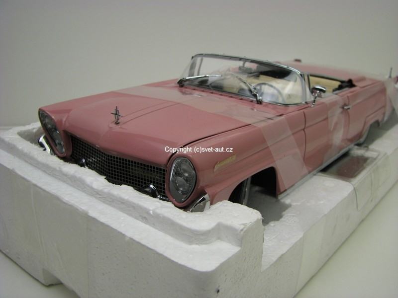 Linkoln Continental MKIII 1958 rose 1:18 Sunstar