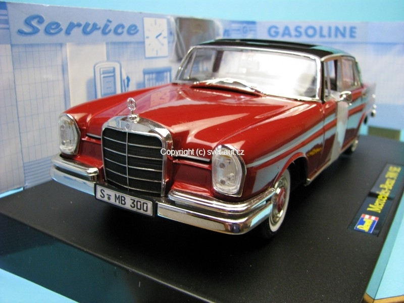 Mercedes 300 SE Limited edition 1:18 Revell