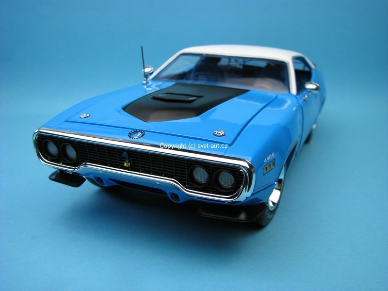 Plymouth Road Runner 1971 American Muscle 1:18 Ertl - Auto World
