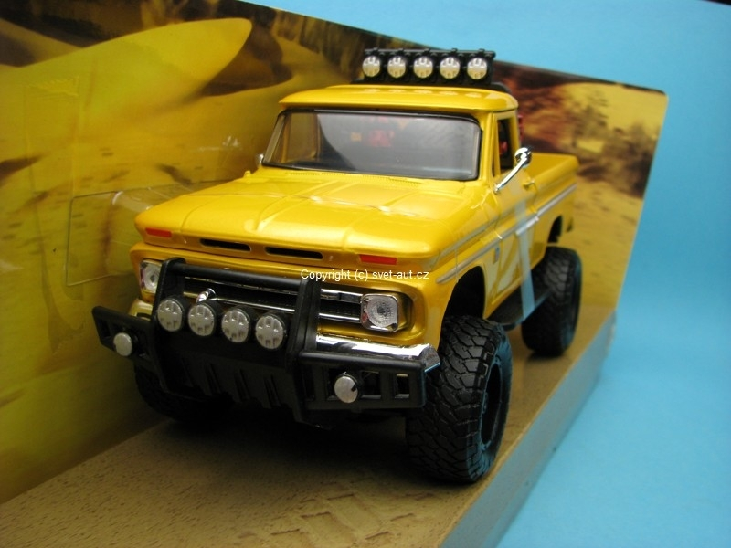 Chevrolet C10 Fleetside PickUp 1966 yellow 1:24 Motor Max