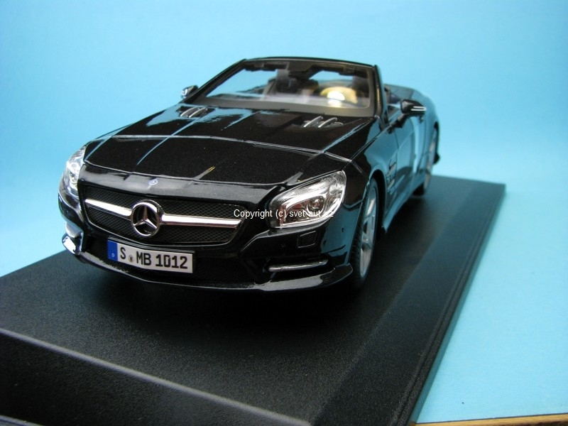Mercedes-Benz SL 500 black Metalic 1:18 Maisto