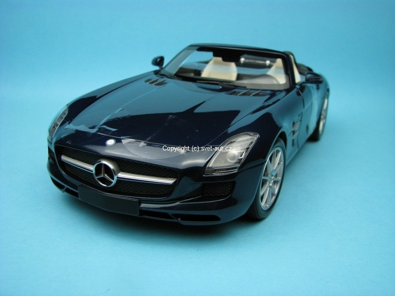 Mercedes-Benz SLS AMG Roadster 2011 blue metallic 1:18 Minichamps