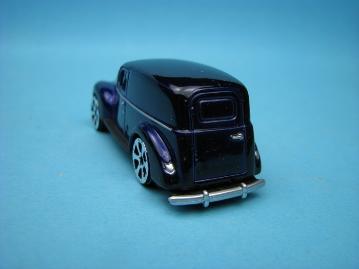 Ford Sedan Delivery 1940 blue 1:64 Motor Max