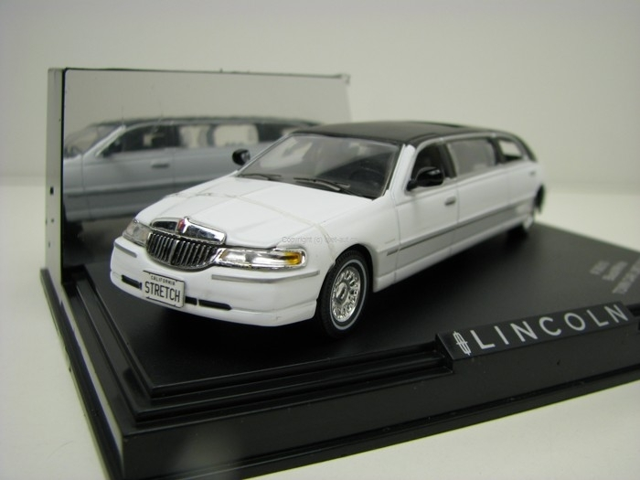 Lincoln Town Car Limousine Black/White 1:43 Vitesse