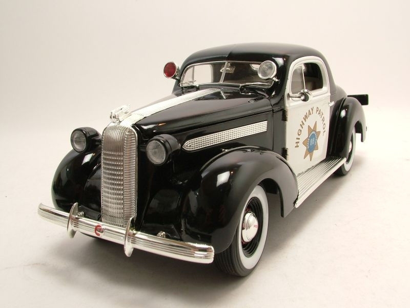 Pontiac Deluxe Police Car 1936 Highway Patrol 1:18 Signature Models