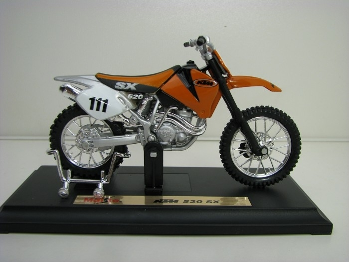 KTM 520 SX No.111 Orange 1:18 Maisto