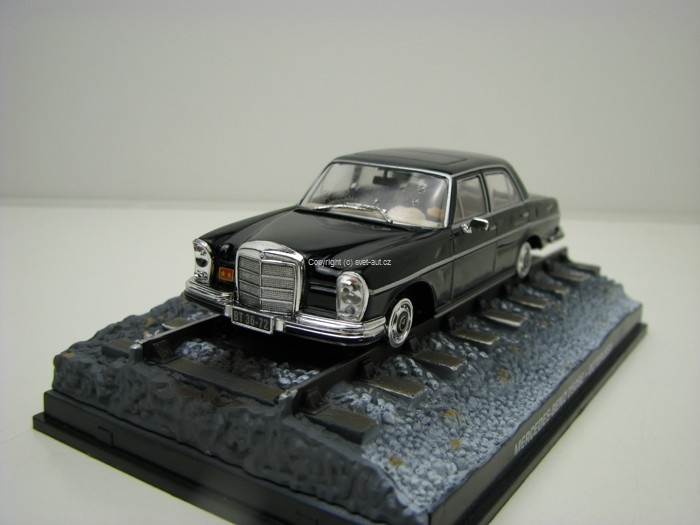 Mercedes 250SE Octopussy James Bond 007 1:43 Universal Hobbies