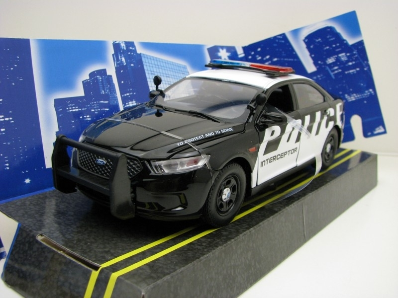 Ford Police interceptor 2013 1:24 Motor Max