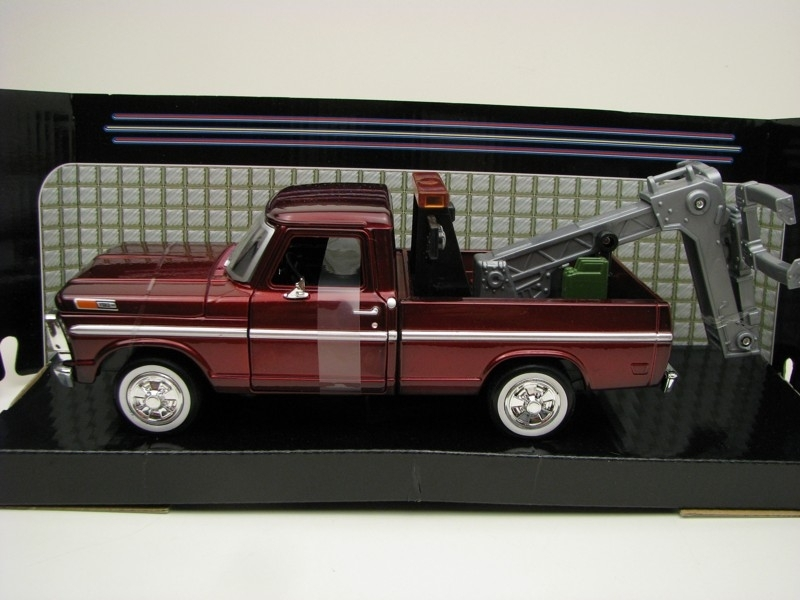 Ford F-100 Pick Up 1969 Tow Truck Purple 1:24 Motor Max