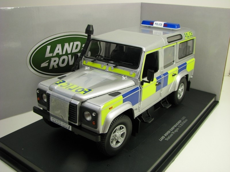 Land Rover Defender 110 Station Wagon U.K. Police 1:18 Universal Hobbies