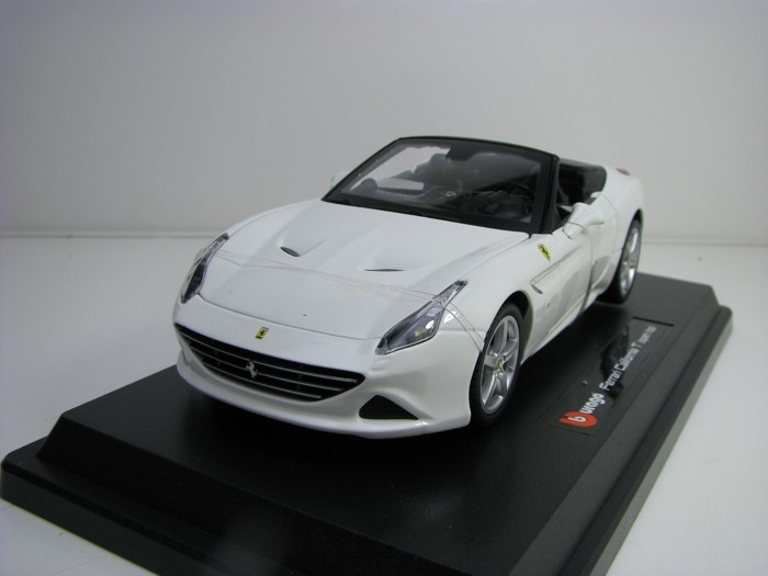 Ferrari California T open top white 1:24 Bburago