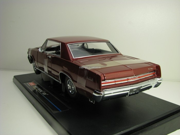 Pontiac GTO 1964 Purple 1:18 Sunstar 1824