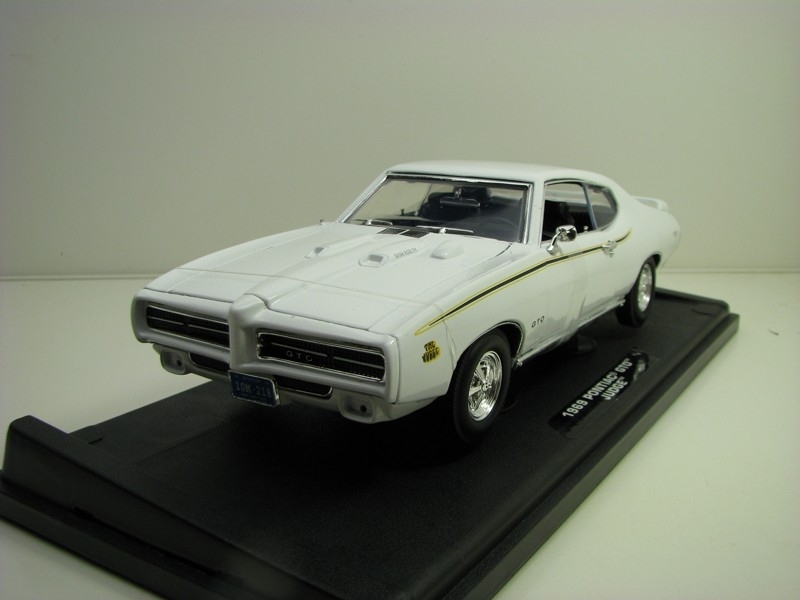 Pontiac GTO Judge coupe 1969 White 1:18 Motor Max
