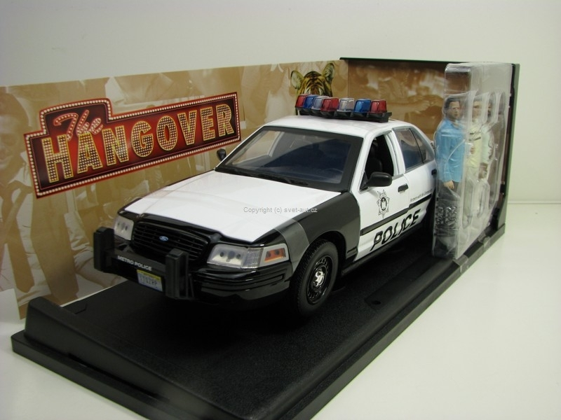 Ford Crown Victoria Police Interceptor + 3 Figures 1:18 Greenlight