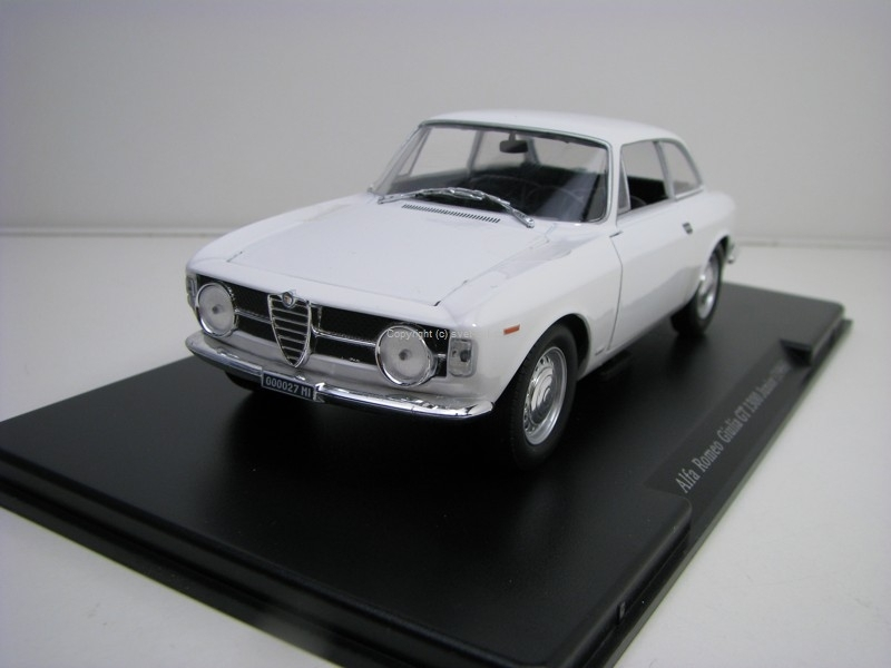 Alfa Romeo Giulia GT 1300 Junior 1996 White 1:24 Leo Models