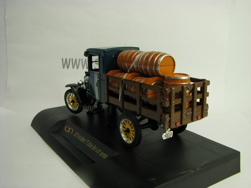 Ford Model TT- Stake Bed with barrels 1923 1:32 Signature Models