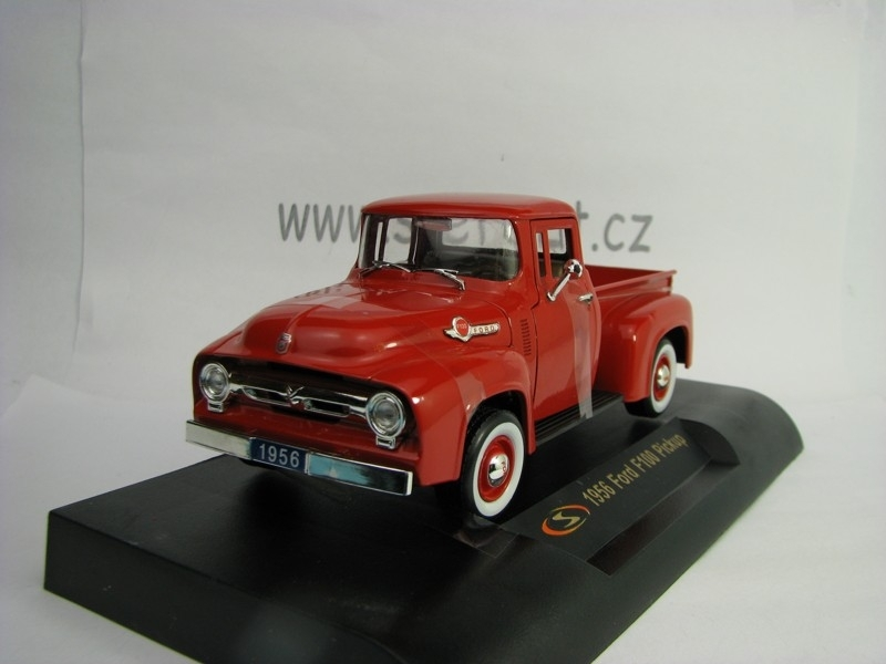 Ford F100 Pickup Red 1:32 Signature Models